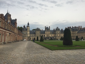 Chaeau de Fontainebleau outside